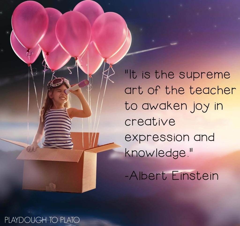 """Sitat fra Albert Einstein: """"It is the supreme art of the teacher to awaken joy in creative expression and knowledge"""". Med en utforskende jente i bakgrunnen som sitter i en pappeske flyvende av rosa ballonger."""